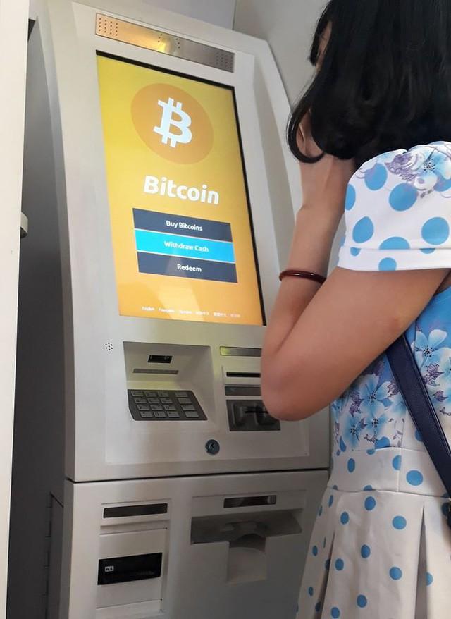 Đổ xô mua bán, đào Bitcoin - Ảnh 2.