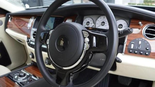 Bạn có thể sở hữu siêu xe Rolls-Royce mạ vàng với giá rẻ bất ngờ nếu thanh toán bằng bitcoin - Ảnh 1.