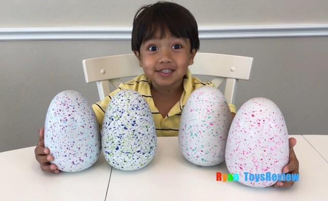 Cậu bé 6 tuổi lương 11 triệu USD hàng năm nhờ kênh Youtube có lượt xem cao ngất ngưởng - Ảnh 1.