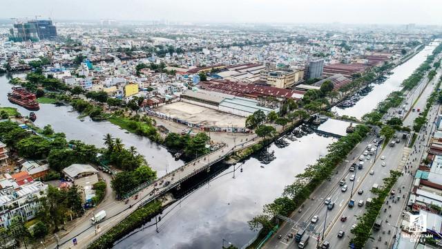 Cận cảnh tiến độ loạt dự án có sức hút lớn dọc kênh rạch Sài Gòn - Ảnh 2.
