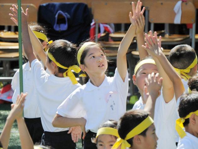 Công chúa Aiko tham gia hội thao tại trường tiểu học Gakushuin.