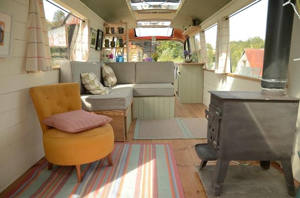 Ngôi nhà di động sang chảnh được làm từ chiếc xe buýt cũ của cô nàng độc thân - Ảnh 11.