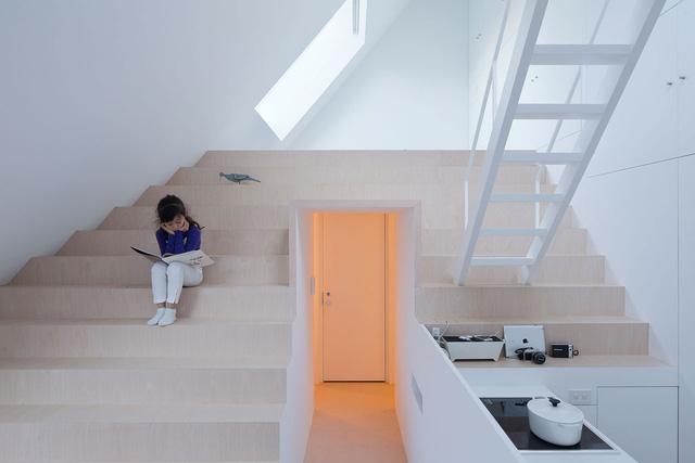 Ngắm ngôi nhà độc, lạ hệt như tảng băng trôi ở Nhật - Ảnh 11.
