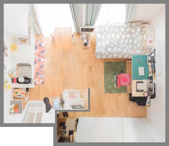 Mẫu phòng xinh đẹp cho cô sinh viên với giường, bàn làm việc, bếp trong cùng một không gian. Có thể thấy nội thất đơn giản nhưng nhờ lựa chọn màu sắc đồ dùng phù hợp mà căn phòng rất sống động.