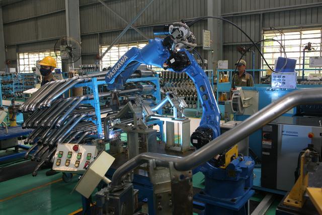 Cận cảnh quá trình sản xuất ống xả