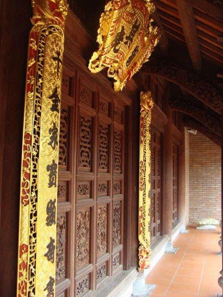 Ngôi nhà dát 60 cây vàng, toàn gỗ lim già.