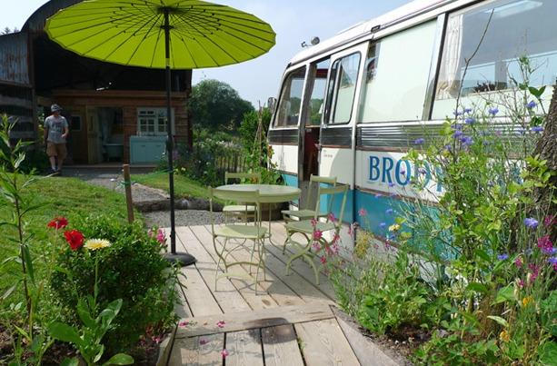 Ngôi nhà di động sang chảnh được làm từ chiếc xe buýt cũ của cô nàng độc thân - Ảnh 12.
