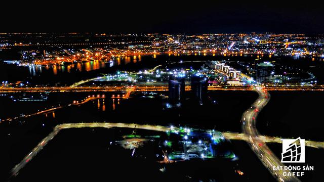 Ảnh: Nhiều cao ốc, khu đô thị mới rực rỡ về đêm khiến trung tâm Sài Gòn đẹp lung linh, huyền ảo - Ảnh 14.