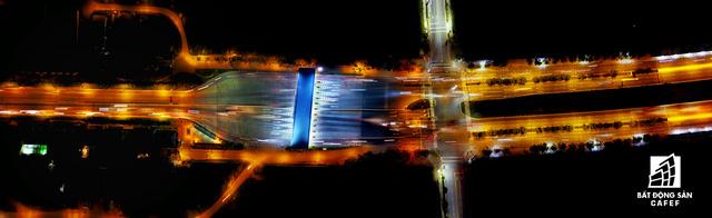 Ảnh: Nhiều cao ốc, khu đô thị mới rực rỡ về đêm khiến trung tâm Sài Gòn đẹp lung linh, huyền ảo - Ảnh 15.
