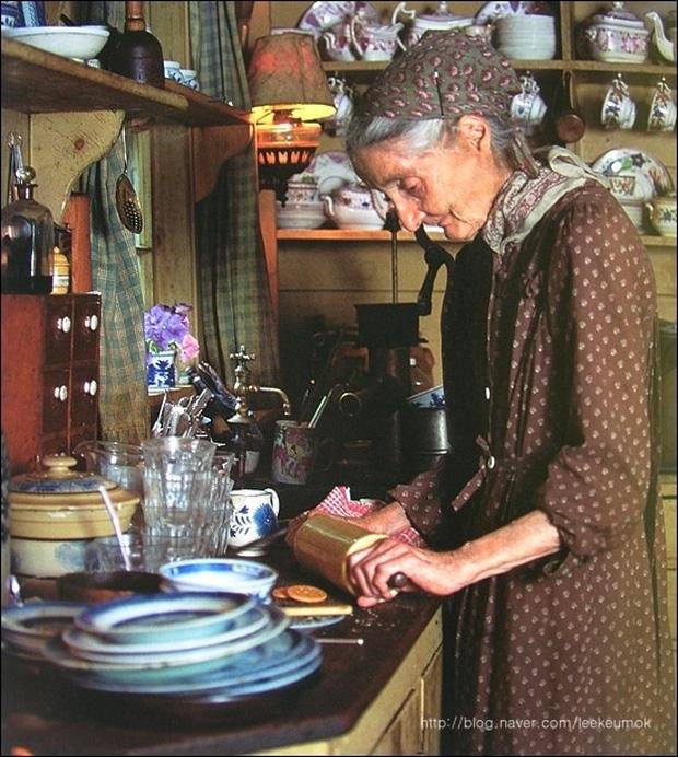 Hàng ngày viết sách, chăm sóc vườn tược, tự làm bánh, nấu ăn, cuộc sống của bà Tasha thực sự thanh thản và an yên.