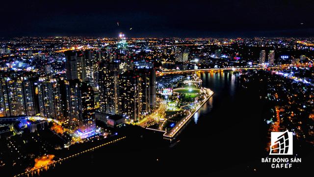 Ảnh: Nhiều cao ốc, khu đô thị mới rực rỡ về đêm khiến trung tâm Sài Gòn đẹp lung linh, huyền ảo - Ảnh 16.