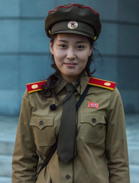 Một nữ quân nhân ở bảo tàng Chiến tranh Giải phóng Tổ quốc, Bình Nhưỡng