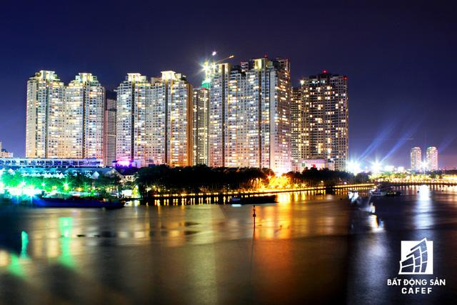 Ảnh: Nhiều cao ốc, khu đô thị mới rực rỡ về đêm khiến trung tâm Sài Gòn đẹp lung linh, huyền ảo - Ảnh 17.