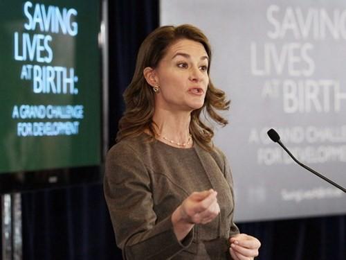 Gates thường xuyên có các bài phỏng vấn về các vấn đề trong nước và quốc tế, đặc biệt là các vấn đề liên quan đến phụ nữ.