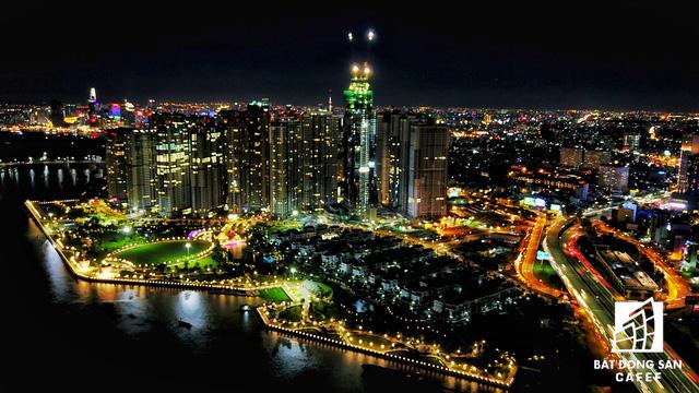 Ảnh: Nhiều cao ốc, khu đô thị mới rực rỡ về đêm khiến trung tâm Sài Gòn đẹp lung linh, huyền ảo - Ảnh 18.