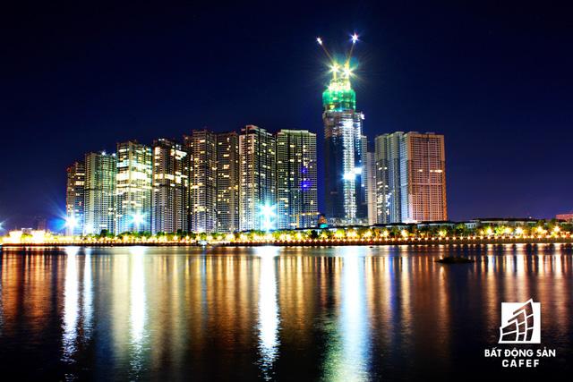 Ảnh: Nhiều cao ốc, khu đô thị mới rực rỡ về đêm khiến trung tâm Sài Gòn đẹp lung linh, huyền ảo - Ảnh 19.