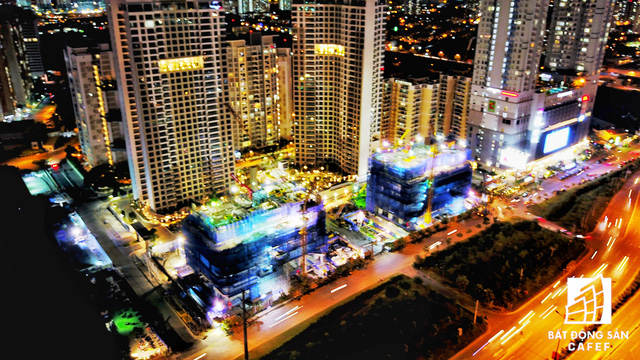 Ảnh: Nhiều cao ốc, khu đô thị mới rực rỡ về đêm khiến trung tâm Sài Gòn đẹp lung linh, huyền ảo - Ảnh 20.