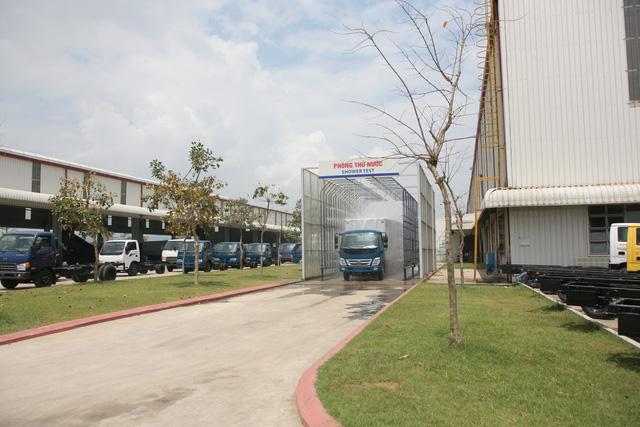 Các sản phẩm xe ô tô tải đang được kiểm tra. Sản phẩm ô tô tải của Thaco có tỷ lệ nội địa hóa 30 -35%