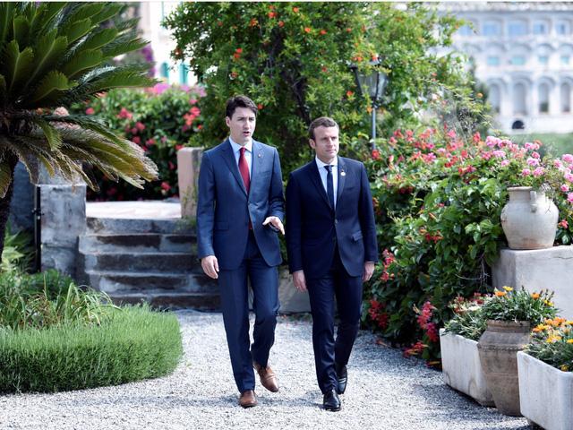 Cộng đồng mạng xôn xao vì những bức ảnh đẹp đến rụng tim của hai vị nguyên thủ tại Hội nghị G7 - Ảnh 3.