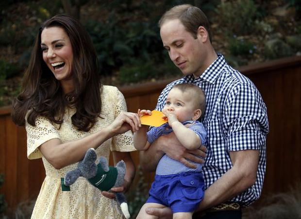 Vợ chồng Hoàng tử Anh đã phá bỏ quy định quan trọng của Hoàng gia Anh trong chuyến công du cùng 2 con mới đây - Ảnh 2.