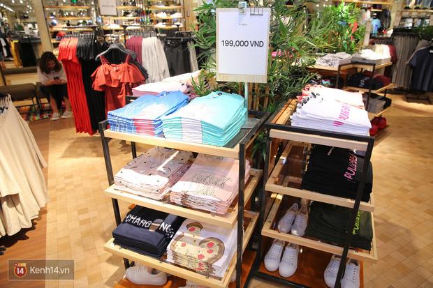 Pull&Bear Việt Nam: Giá rẻ hơn Thái Lan, áo phông giá từ 149.000 đồng, quần jeans từ 699.000 đồng - Ảnh 3.