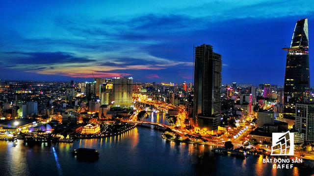 Ảnh: Nhiều cao ốc, khu đô thị mới rực rỡ về đêm khiến trung tâm Sài Gòn đẹp lung linh, huyền ảo - Ảnh 3.