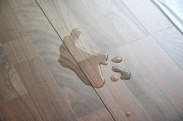 Nhà lát sàn gỗ đẹp, bạn phải biết những mẹo này để giữ sàn được bền trong mùa mưa - Ảnh 3.