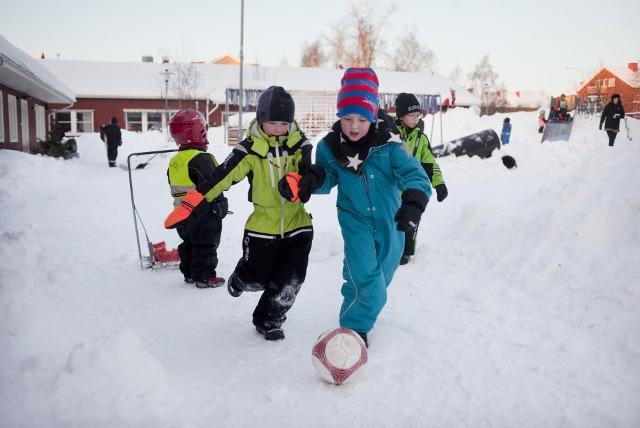 8 điều thú vị trong cách nuôi dạy con của cha mẹ Thụy Điển - Ảnh 3.