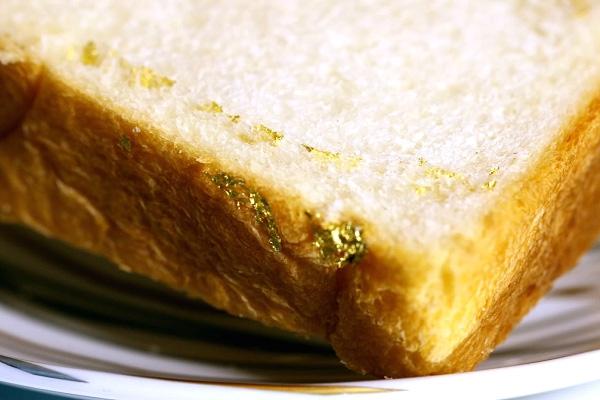 Thưởng thức bánh mỳ kẹp đắt nhất thế giới: Được bọc vàng 23K để hoàn thiện vẻ đẹp hoàng gia - Ảnh 3.