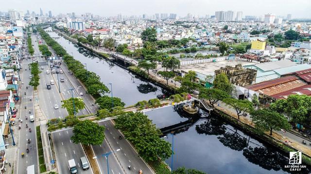 Cận cảnh tiến độ loạt dự án có sức hút lớn dọc kênh rạch Sài Gòn - Ảnh 3.