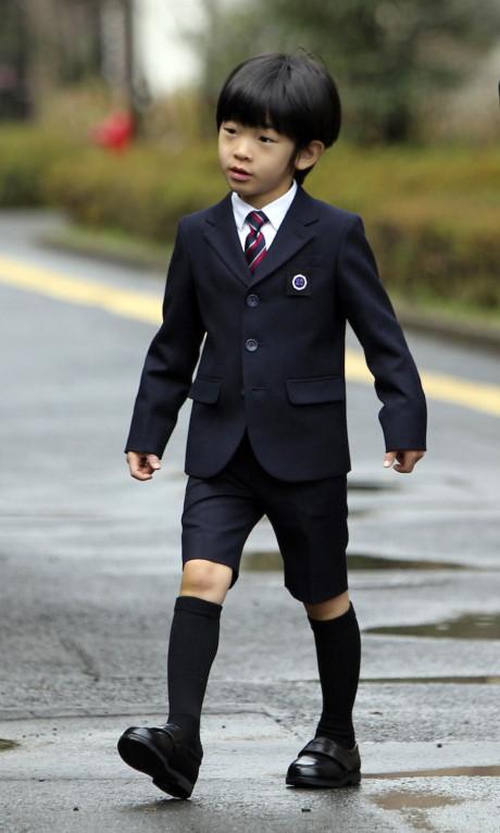 Hoàng tử bé tự tin trong ngày đến trường năm 2013.