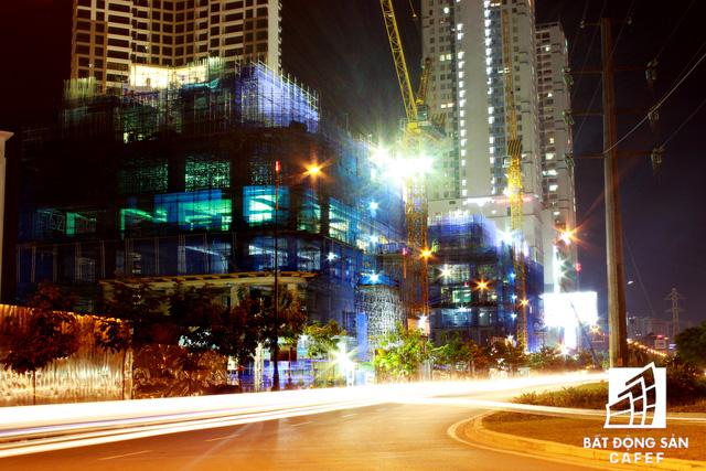 Ảnh: Nhiều cao ốc, khu đô thị mới rực rỡ về đêm khiến trung tâm Sài Gòn đẹp lung linh, huyền ảo - Ảnh 21.