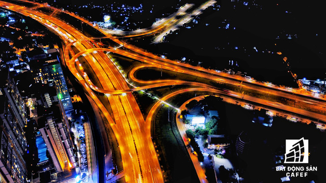 Ảnh: Nhiều cao ốc, khu đô thị mới rực rỡ về đêm khiến trung tâm Sài Gòn đẹp lung linh, huyền ảo - Ảnh 27.