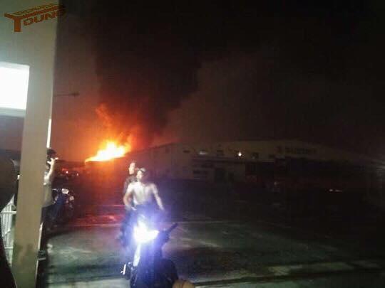Nhà kho công ty Suzuki cháy rụi trong đêm - Ảnh 4.