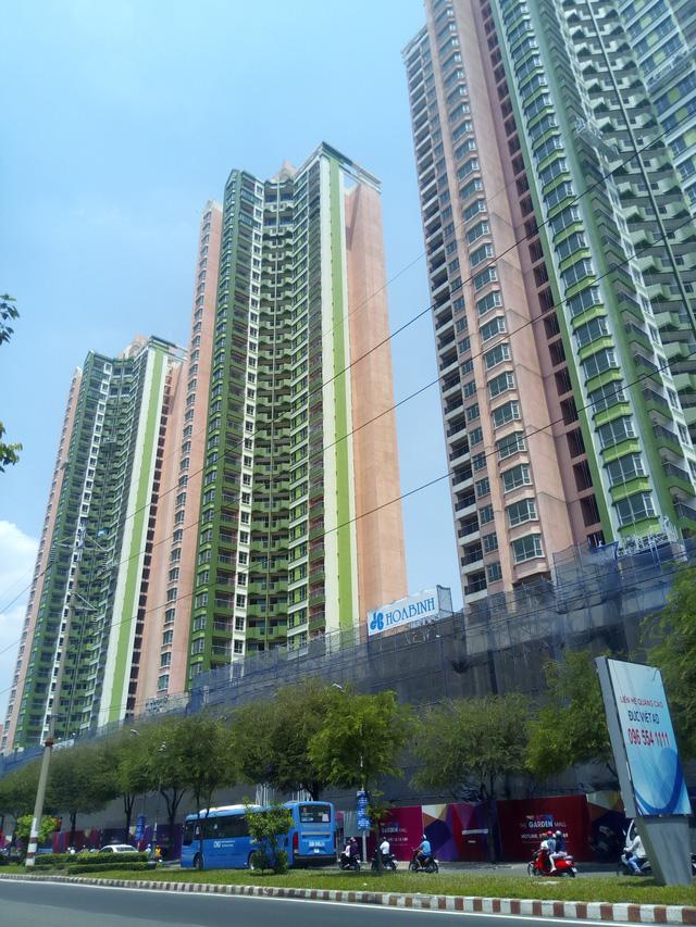 Tên của dự án không còn là Thuận Kiều Plaza mà được Vạn Thịnh Phát thay tên hoàn toàn mới. Đồng thời, màu sơn của 3 cao ốc cũng không còn là màu đỏ hồng mà thay vào đó là màu vàng trắng, tông màu thường thấy ở một số dự án khác của Vạn Thịnh Phát.