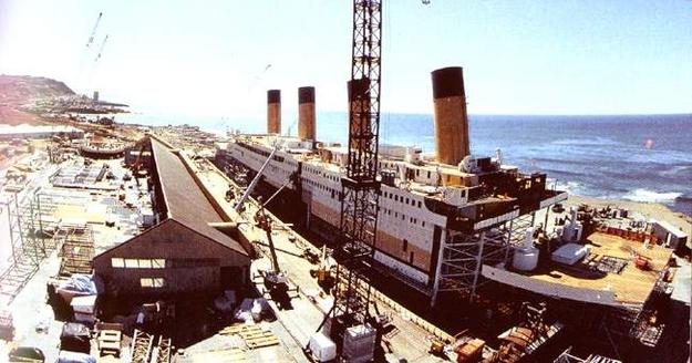 Một phần phim trường được xây dựng tại bờ biển phía nam vùng Rosarito, Baja California, Mexico