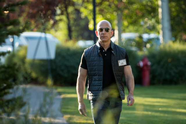 Ngày ấy - bây giờ của 8 tỷ phú công nghệ nổi tiếng nhất Silicon Valley: Từ dép lê, quần bò xắn gấu đến suit lịch lãm - Ảnh 4.
