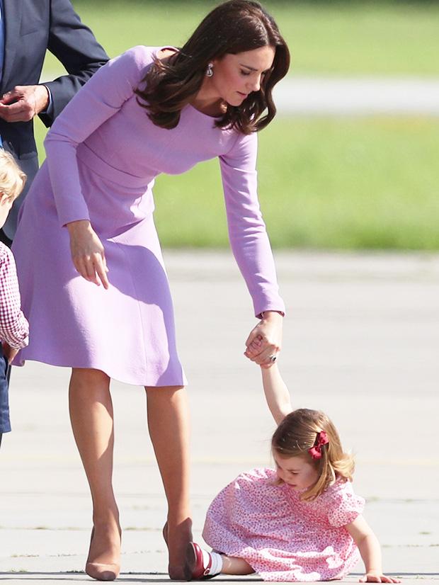Cách công nương Kate Middleton khéo léo xử lí cơn ăn vạ của con y như một chuyên gia tâm lý - Ảnh 4.