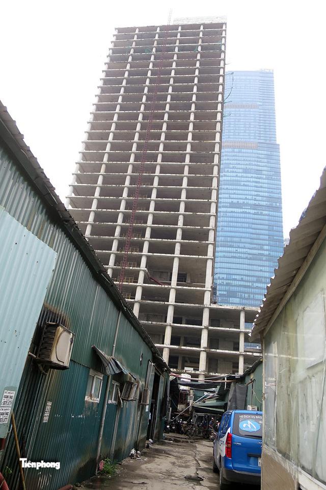 Tháp nghìn tỷ bỏ hoang trên đường vành đai 3 Hà Nội - Ảnh 4.