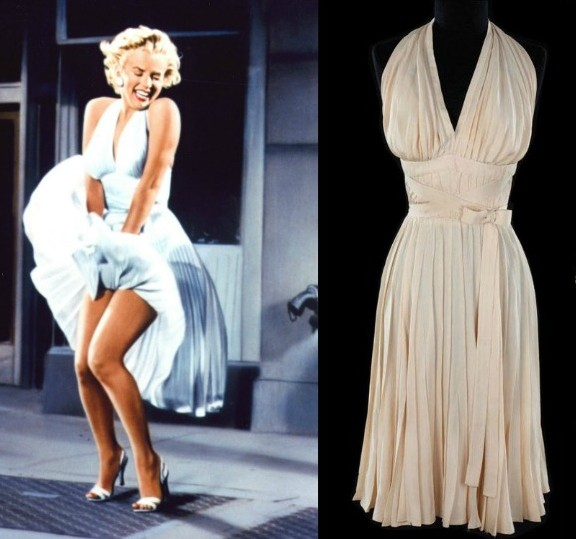 Dĩ nhiên trong danh sách này cũng cần nhắc đến chiếc váy trắng mà nữ diễn viên nổi tiếng Marilyn Monroe đã mặc ở phân đoạn tàu điện ngầm trong phim The Seven Year Itch. Sự khác lạ của chiếc váy đã được định giá gần 12 tỷ (tương đương 5.6 triệu USD) trong buổi đấu giá năm 2011.
