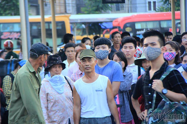 Hà Nội: Tắc khắp ngả, đông nghẹt bến xe trước nghỉ lễ  - Ảnh 4.