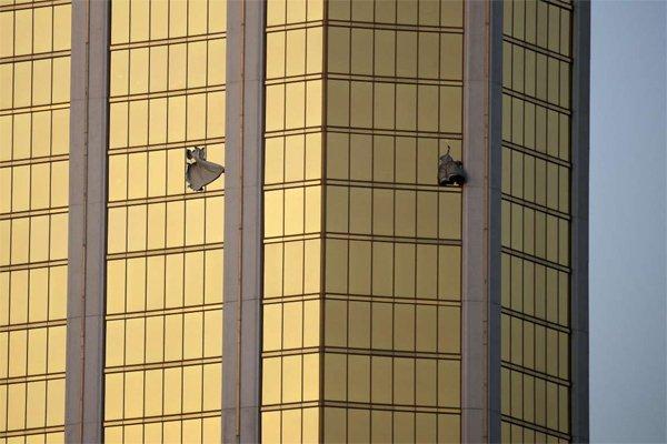 Thương vong vụ thảm sát Las Vegas tăng chóng mặt - Ảnh 4.