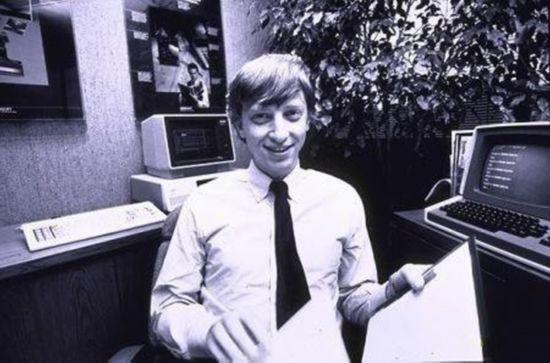 Từ khi là sinh viên, Bill Gates đã luôn vùi đầu trong phòng máy