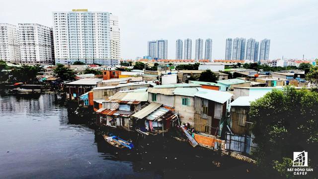 Toàn cảnh nhà ổ chuột ven kênh rạch Sài Gòn nhìn từ trên cao, cần tới 50.000 tỷ đồng để giải tỏa lấy đất phát triển đô thị - Ảnh 4.