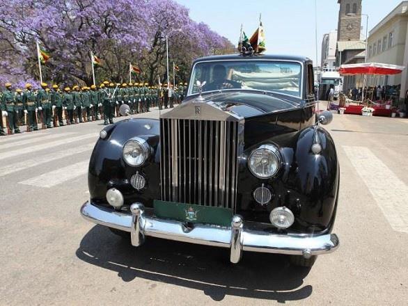 Chiếc Rolls Royce của Tổng thống Mugabe. Ảnh: Listhogs