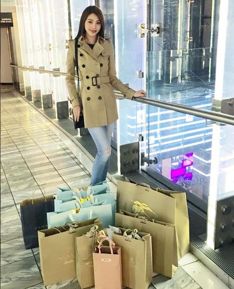 Cuộc sống ngập trong đồ hiệu, du lịch xa xỉ của Jolie Nguyễn - nàng hoa hậu trong hội con nhà giàu - Ảnh 31.