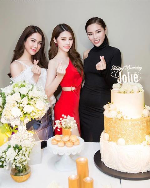 Cuộc sống ngập trong đồ hiệu, du lịch xa xỉ của Jolie Nguyễn - nàng hoa hậu trong hội con nhà giàu - Ảnh 5.