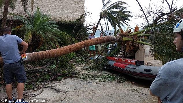 Nhà của tỷ phú Richard Branson tan tành vì siêu bão Irma - Ảnh 5.