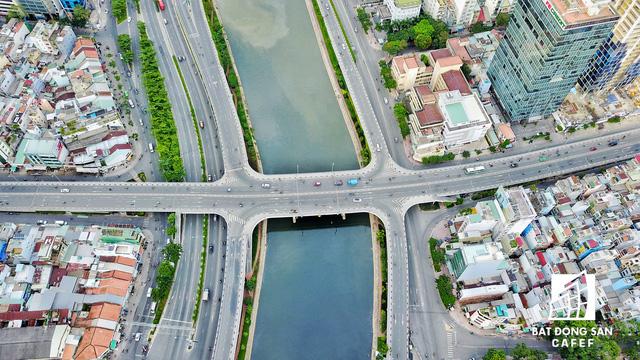 Bến Vân Đồn nhìn từ trên cao, hàng loạt chung cư cao cấp làm thay đổi diện mạo cung đường đắt giá bậc nhất Sài Gòn - Ảnh 5.