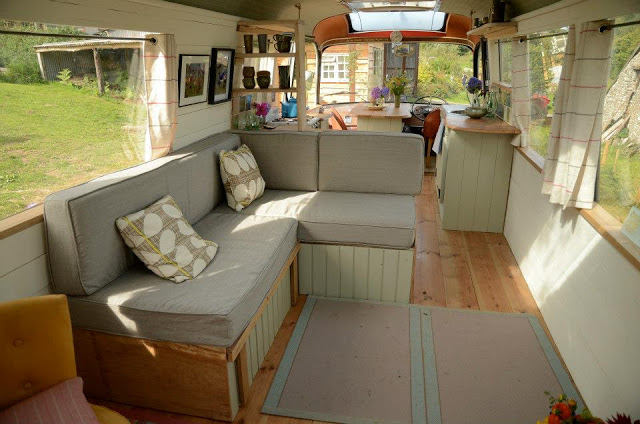 Ngôi nhà di động sang chảnh được làm từ chiếc xe buýt cũ của cô nàng độc thân - Ảnh 5.